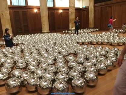 11 Yayoi Kusama Silver Balls_new